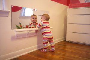 Aménager la chambre de votre bébé selon Montessori - Passion ...